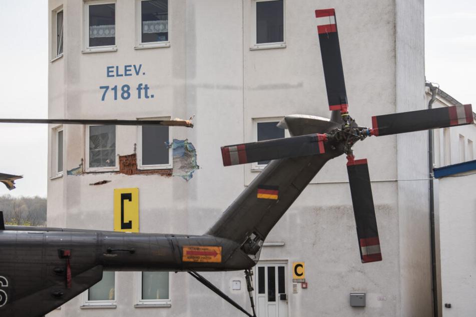 Ein 60-jähriger Flugplatzmitarbeiter kam bei dem Unfall ums Leben.