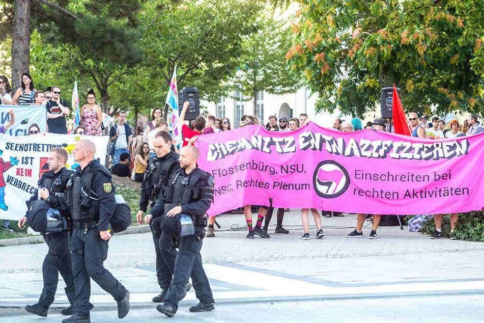 Die Polizei zeigte auch am Rand der Gegendemo des Bündnisses Chemnitz nazifrei Präsenz..