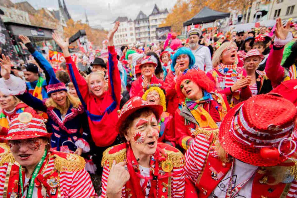 Auf dem Heumarkt feierten Tausende den Beginn der Narrenzeit.