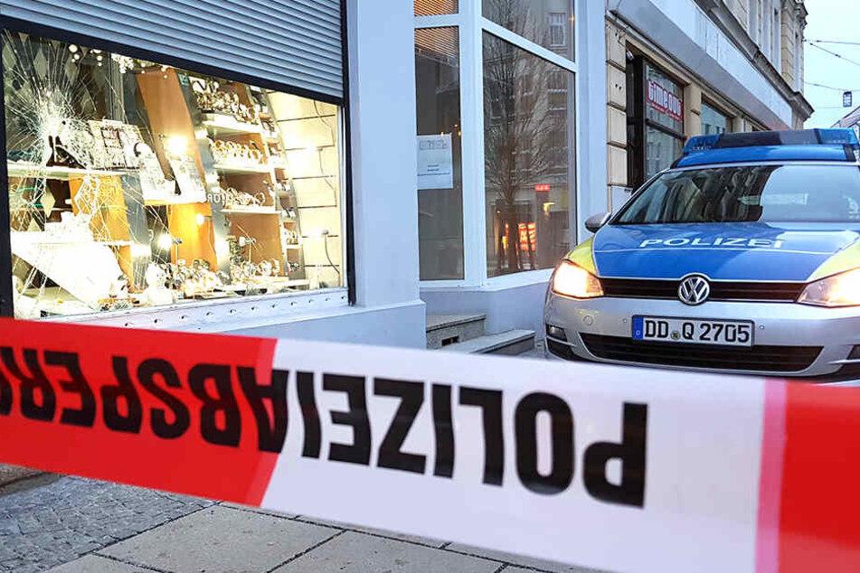 Dresden: Diebe schlagen Schaufenster ein und gehen bei Juwelier auf Beutezug