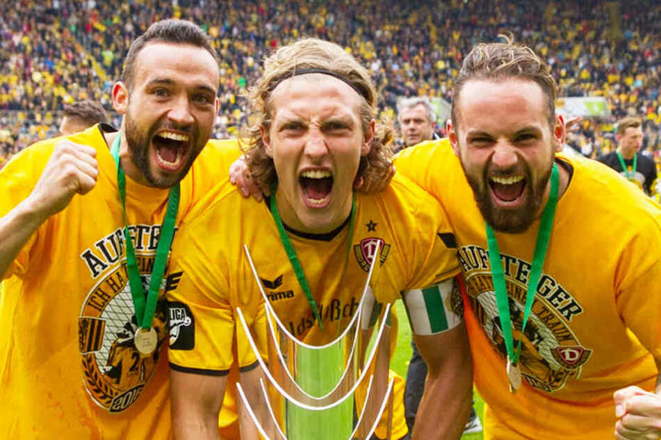 Fabian Müller, Michael Hefele und Giuliano Modica feierten in Dresden gemeinsam den Aufstieg in die zweite Liga.