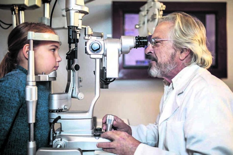 Wer in Sachsen einen Augenarzt-Termin braucht, muss Geduld mitbringen.
