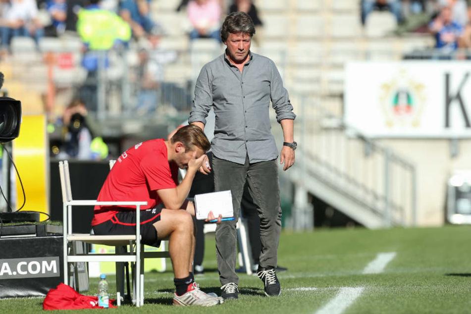 Co-Trainer Carsten Rump (l.) und Jeff Saibene nach dem 0:2 gegen Düsseldorf.