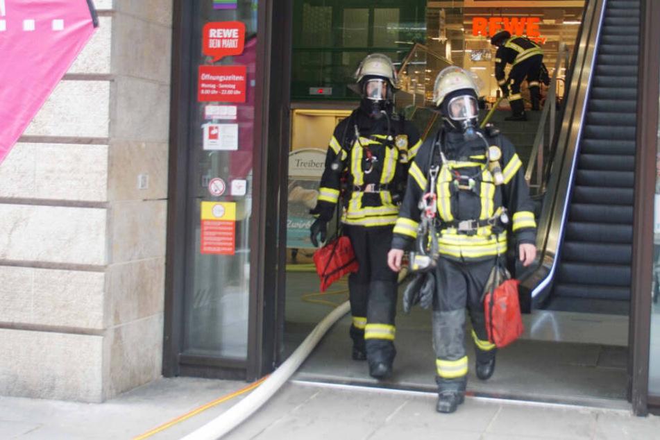Evakuierung und riesiger Sachschaden bei mutmaßlicher Brandstiftung in Stuttgart
