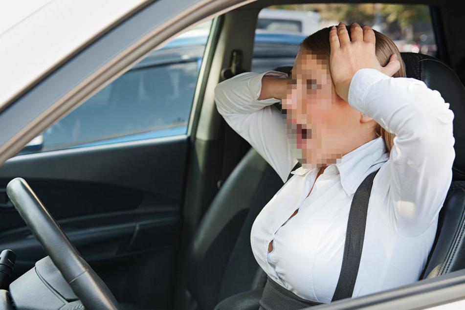 Mann will Frau nach Streit aus Auto zerren