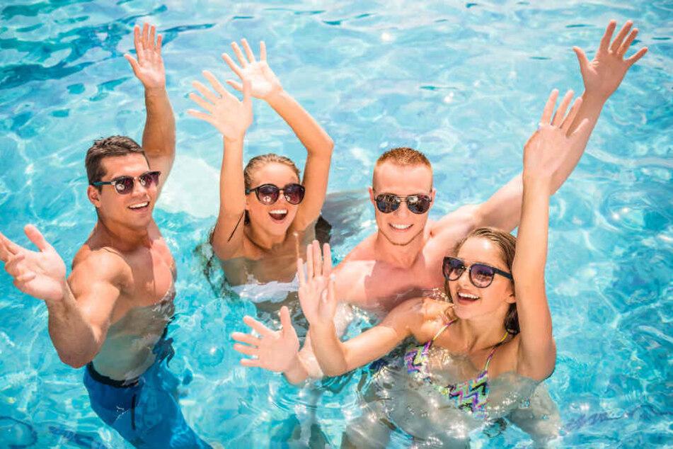 Das gute Wetter lockte in diesem Jahr besonders viele Menschen ins Freibad (Symbolbild).