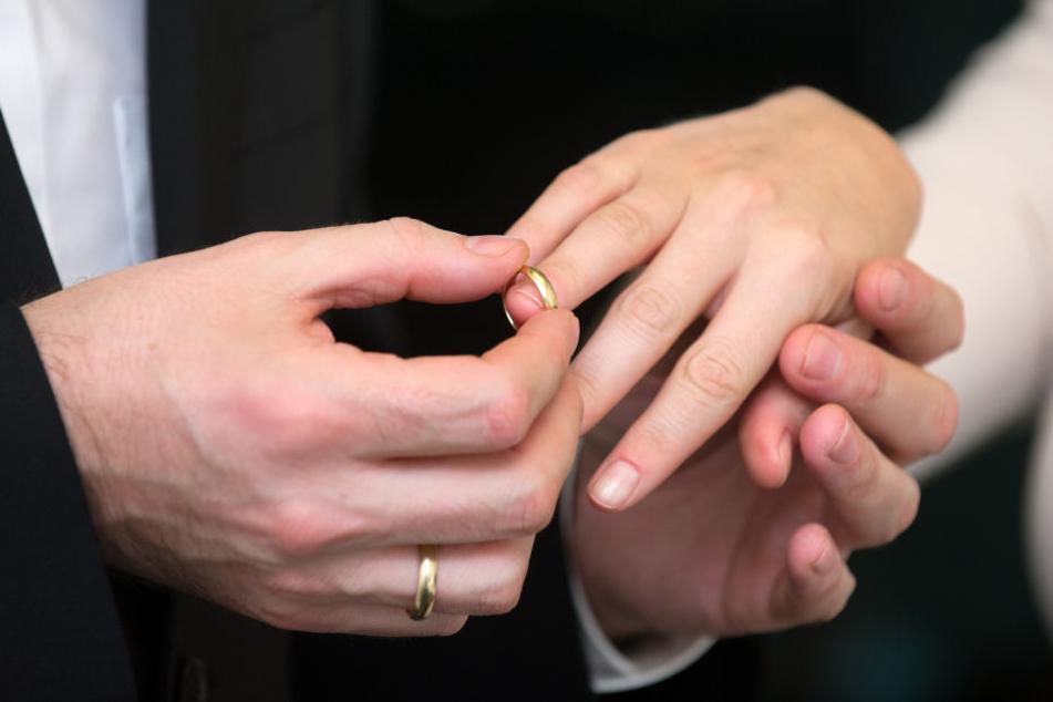 Das Brautpaar hatte sich den Tag sicher anders vorgestellt. (Symbolbild)