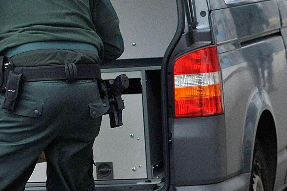 In Leverkusen wurden vier Mitglieder und Unterstützer einer bekannten Großfamilie festgenommen worden.