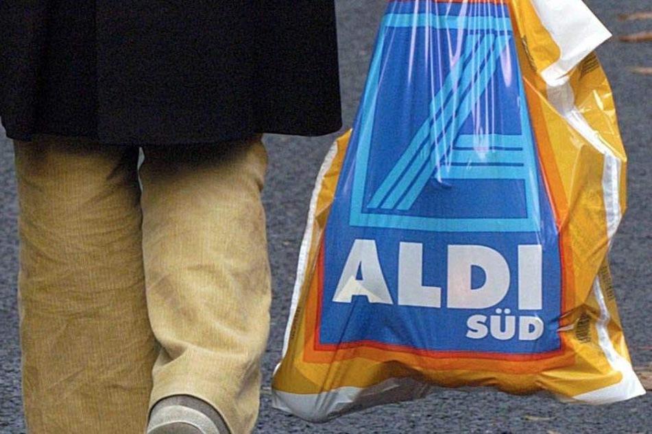 ALDI wird in Zukunft nicht nur auf Plastik- sondern auch auf Papiertüten verzichten.