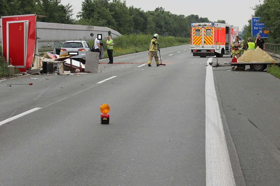Unter Alkoholeinfluss soll der 24-jährige Fahrer in den Imbisswagen gekracht sein.