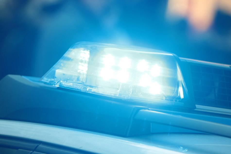 Der Mann flüchtete vor den Beamten und nahm dabei keine Rücksicht auf Verkehrsregeln oder andere Fahrzeuge. (Symbolbild).