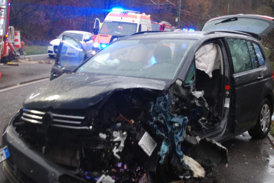 Der entgegenkommende Fahrer wurde schwer verletzt.