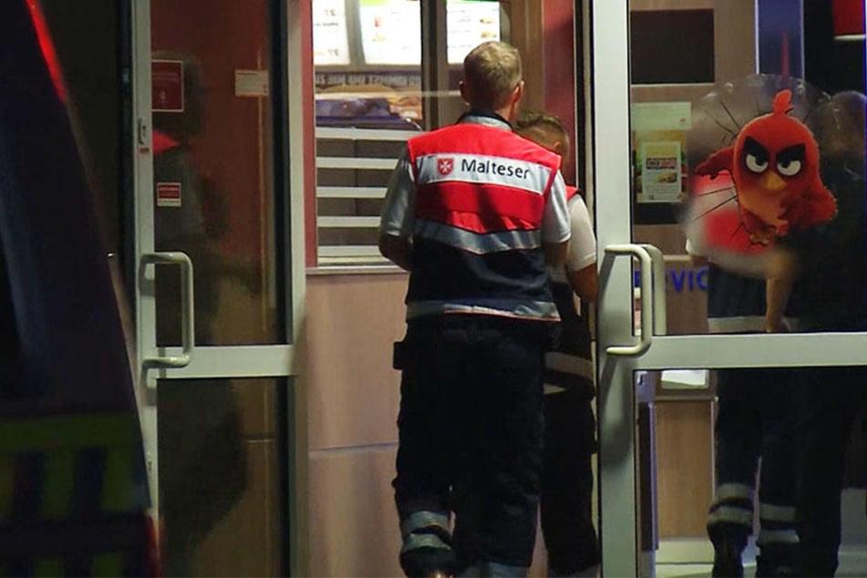 Vier Verletzte! Frau versprüht Reizgas in Fastfood-Restaurant