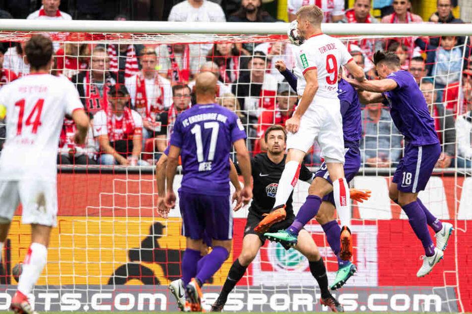 Beim 3:1-Heimsieg gegen Aue am 25. August 2018 traf der Kölner Simon Terodde dreimal.