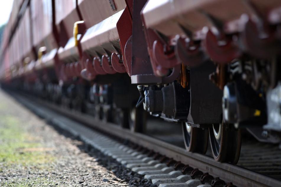 Bei der Reparatur eines Güterwaggons ereignete sich ein schlimmer Unfall. (Symbolbild)