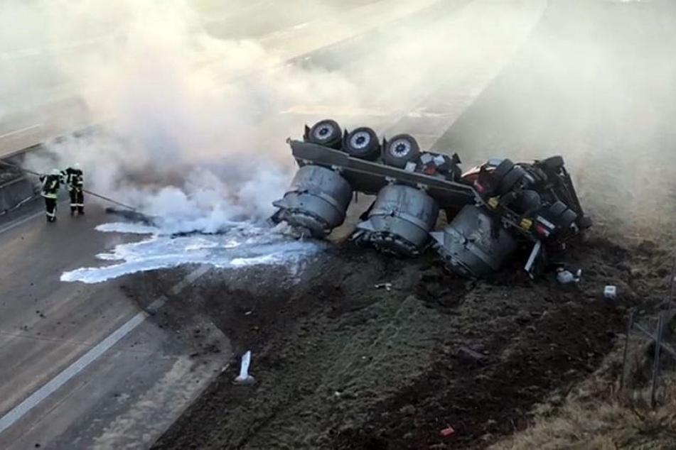 Der Lastwagenfahrer war am Montagnachmittag bei Großwechsungen aus bislang ungeklärter Ursache von der Straße abgekommen.