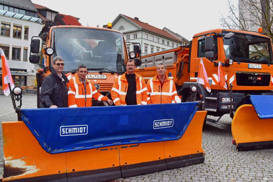Zwei der fünf großen Räumfahrzeuge in Eisenach.