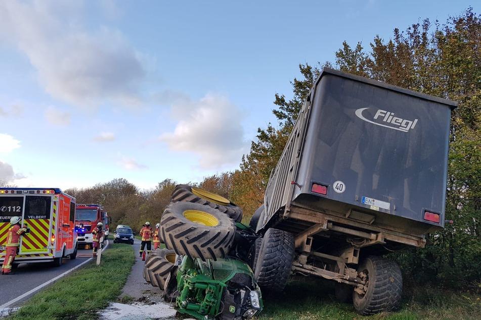 Der Vorderreifen des Traktors wurde abgerissen.