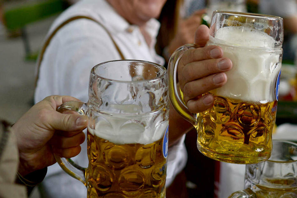 Worauf die Deutschen anstoßen, ist eigentlich egal. Hauptsache, es ist mit Bier.