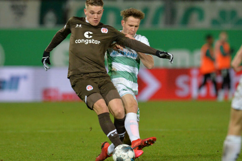 St. Paulis Viktor Gyökeres gegen Paul Jaeckel.
