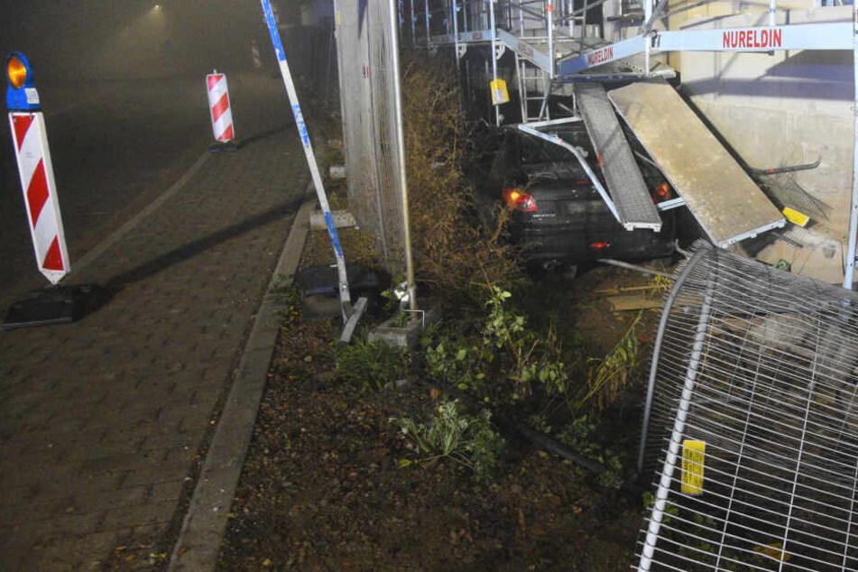 Einsturzgefahr nach Unfall: 20-Jähriger schanzt betrunken in Gerüst eines Neubaus!