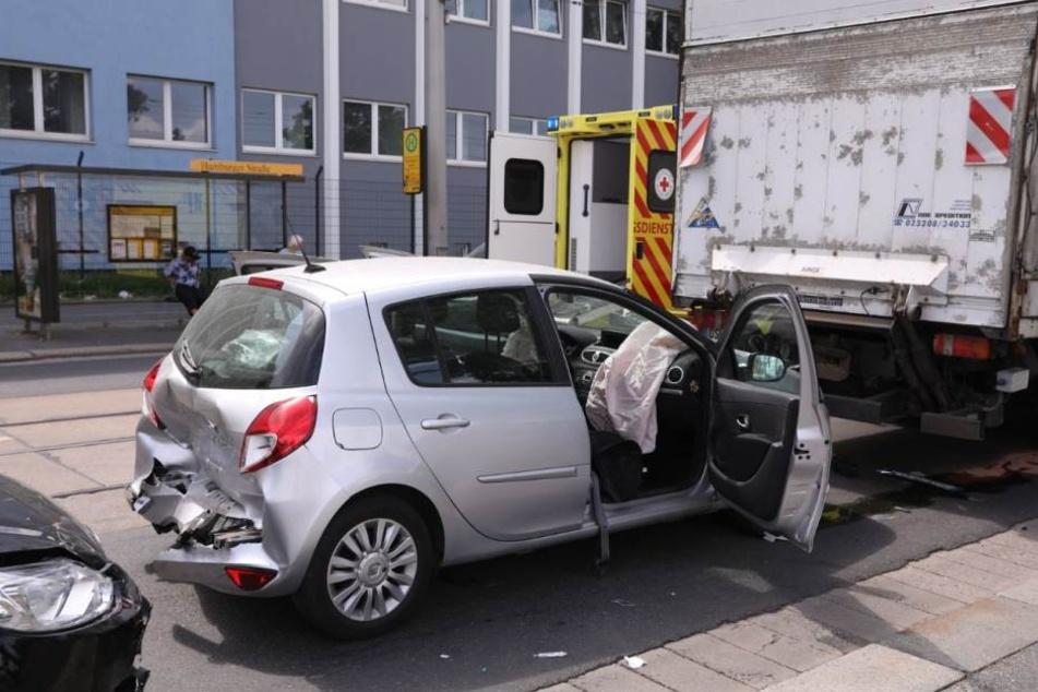 An der Kreuzung Hamburger Straße stießen mehrere Fahrzeuge ineinander.