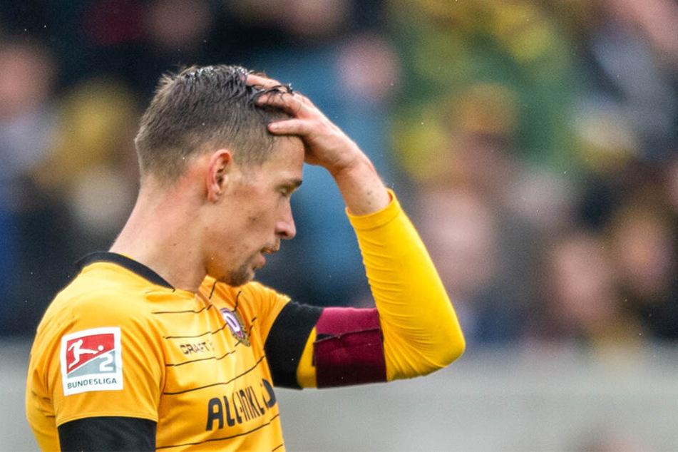 Es ist zum Haare raufen. Wegen der 5. gelben Karte muss Jannik Müller gegen Arminia Bielefeld zuschauen.