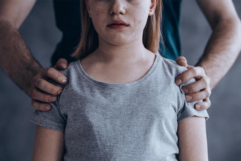 Das Mädchen wurde wahrscheinlich vom Freund der Mutter sexuell missbraucht. (Symbolbild)