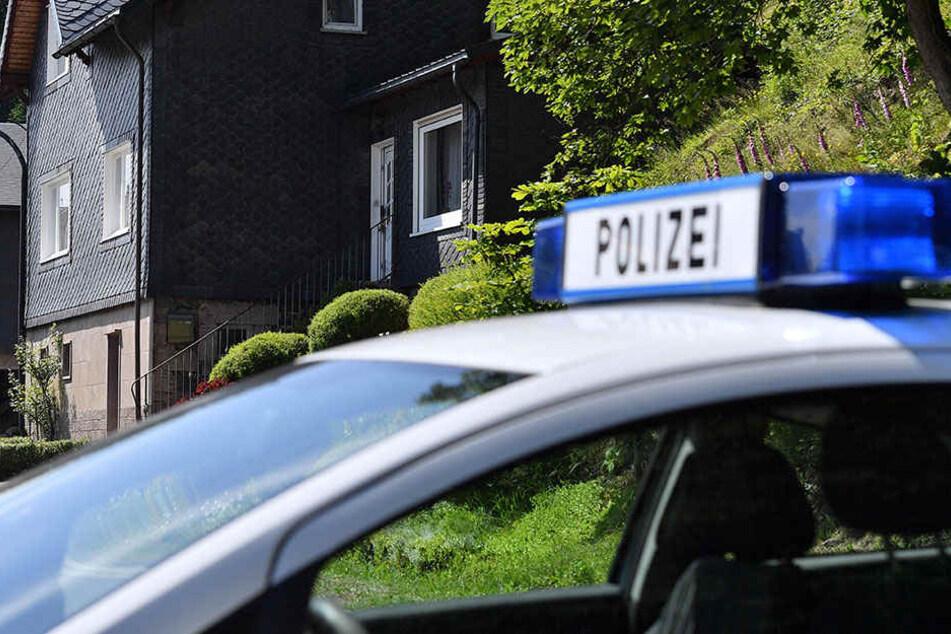 In Hannover starb ein Mann, als er aus dem Treppenhausfenster stürzte.