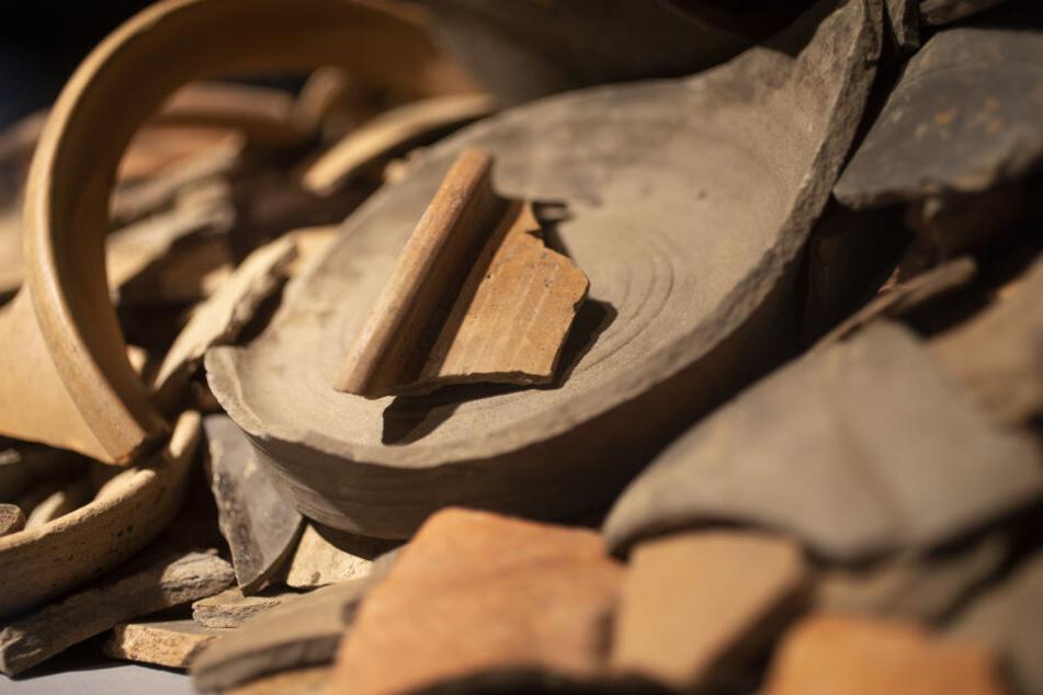 Bei Bauarbeiten wurden Töpferarbeiten und Mauerreste gefunden.