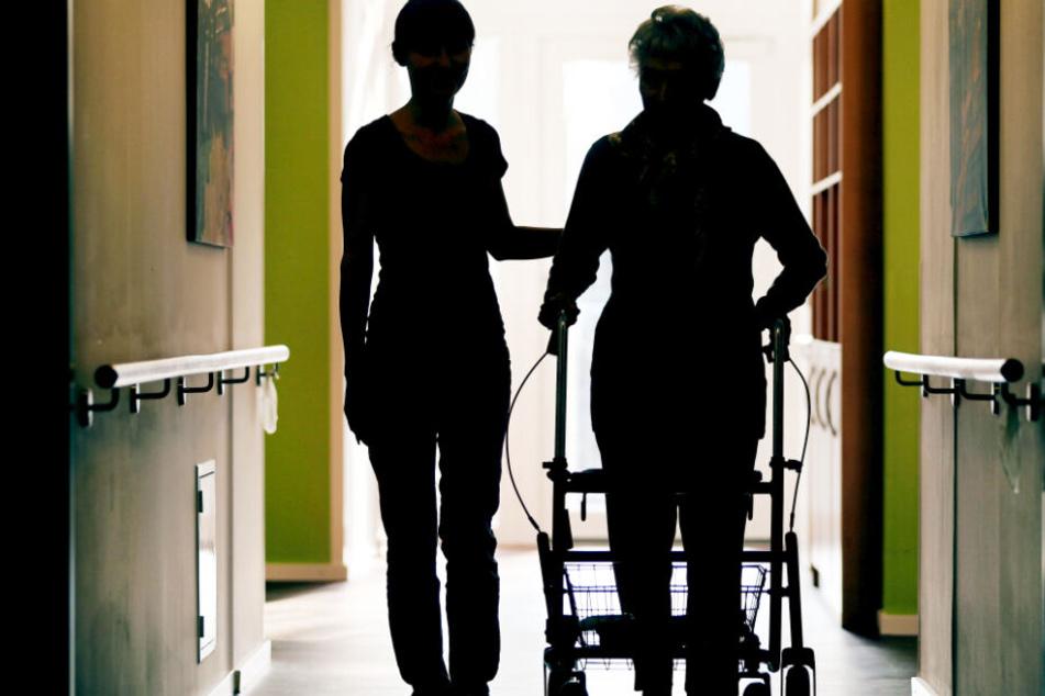 Der Pflegeberuf soll in Bayern weiter in das Bewusstsein junger Menschen rücken.