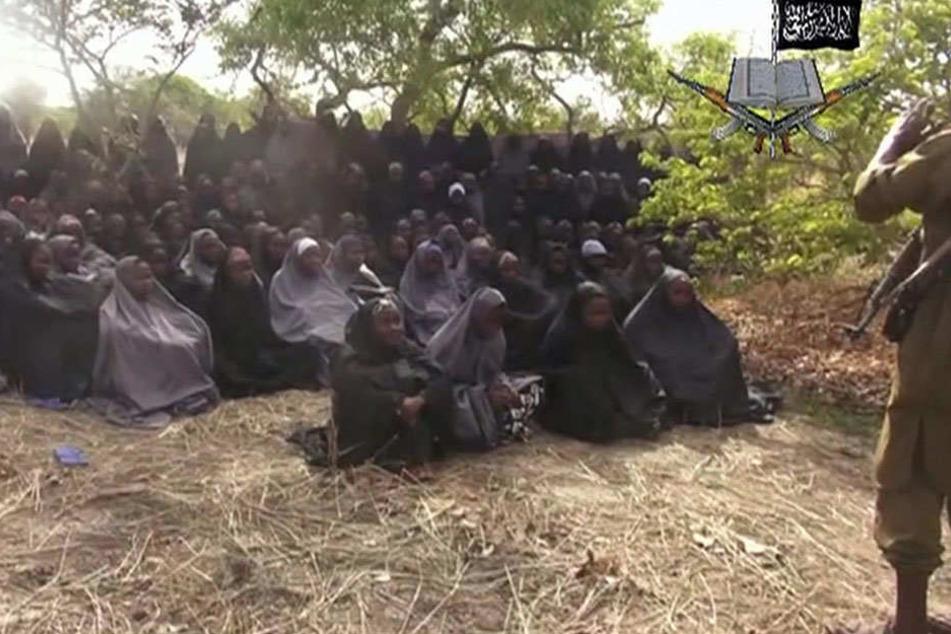 Terrormiliz Boko Haram lässt 82 entführte Schülerinnen frei