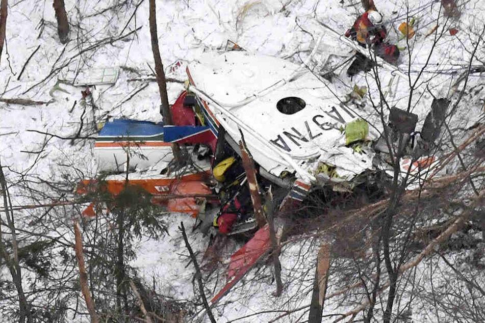 In Japan sind mindestens drei Menschen bei einem Hubschrauber-Absturz gestorben.