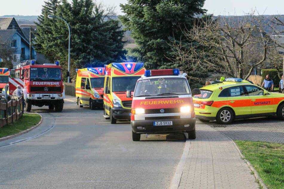 Zwei Personen wurden bei dem Unfall schwer verletzt.