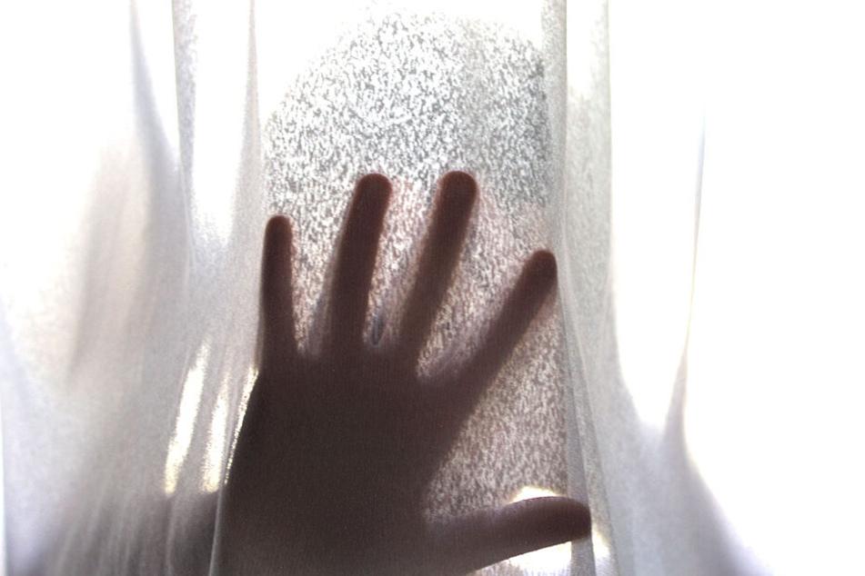 Mit Süßigkeiten lockte er sie: Hat Junge (11) wirklich eine Dreijährige vergewaltigt?