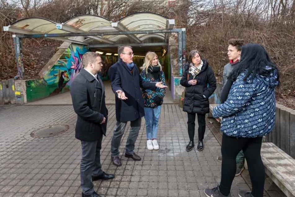Stadträtin Almut Patt (51, CDU, 3.v.r.) möchte, dass Jugendliche am geplanten Treff durch Streetworker begleitet werden.