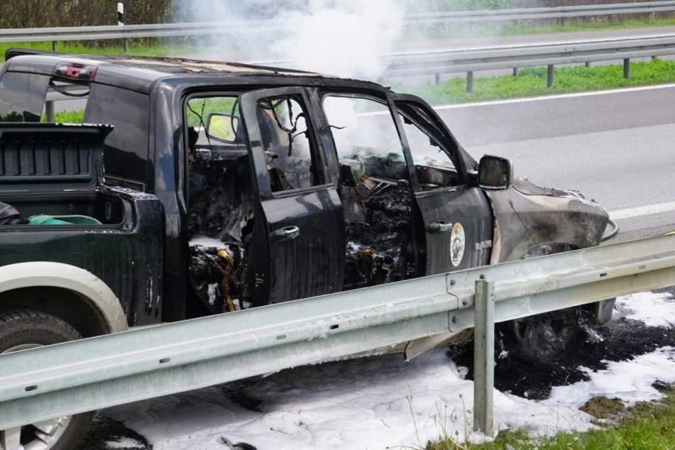 Auf der A4 brannt am Montagvormittag ein Dodge Ram.