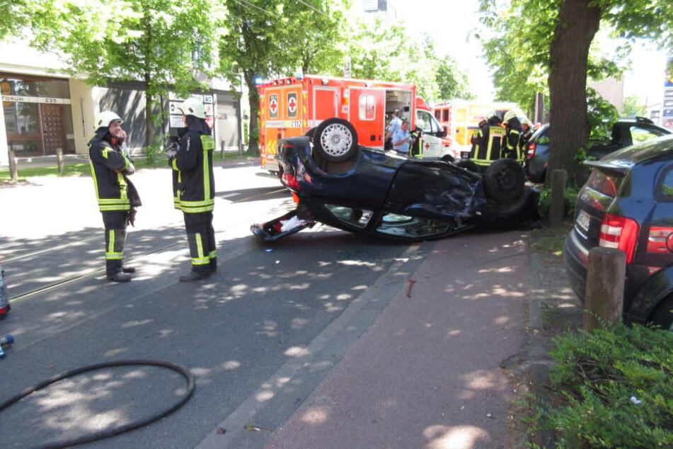 Für die Dauer der Unfallaufnahme war die Siegburger Straße gesperrt.