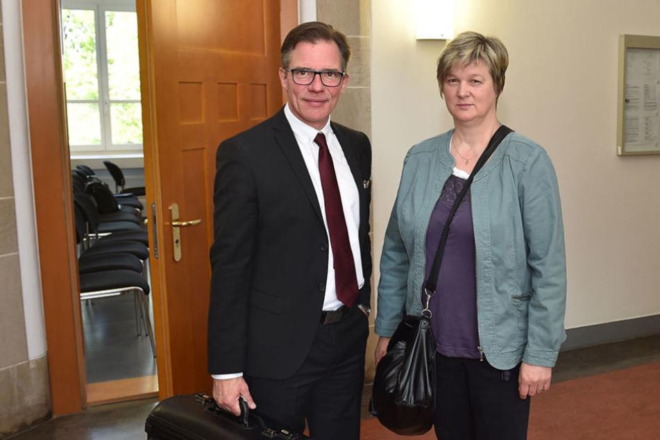 Simone U. (52) mit ihrem Anwalt Florian Berthold im Amtsgericht Bautzen.