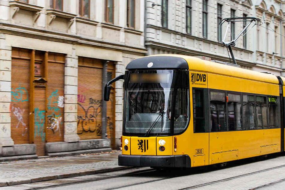 Ein Sachschaden von 5000 Euro entstand an einer Straßenbahn.