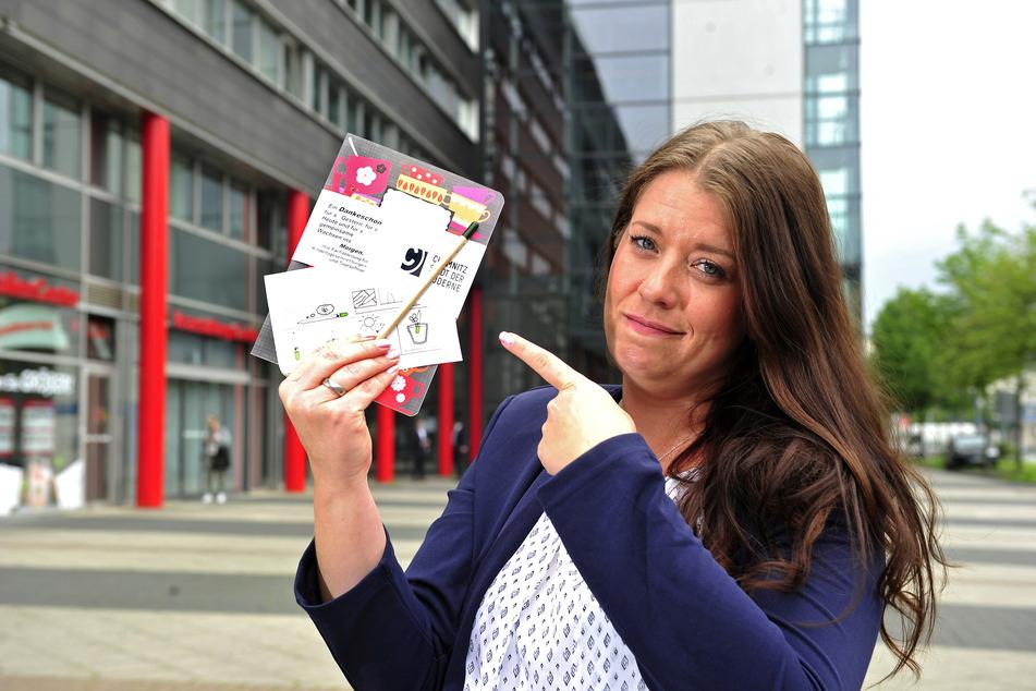 Elternvertreterin Jana Mittag (37) hatte das Geschenk von Notizheft und Bleistift kritisiert.