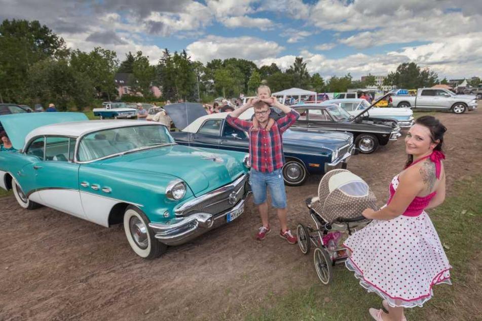 Tia Lynn Johnson mit Freund Kevin Kuerschner und Tochter Shirleen Pepper Johnson. Ihre Familienkutsche ist ein Ford Mustang, Baujahr 1965.