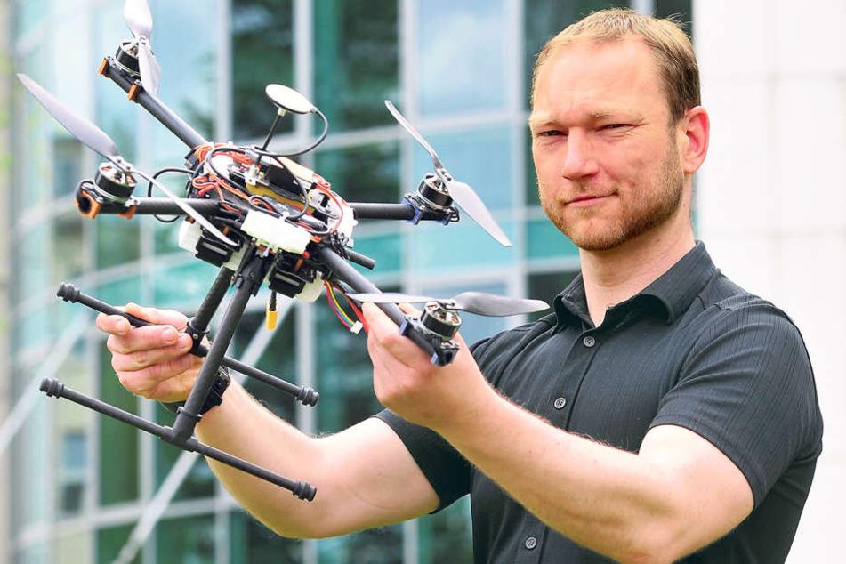 Intenta-Projektleiter Jan Schloßhauer (37) entwickelt ein Überwachungssystem  für Drohnen.