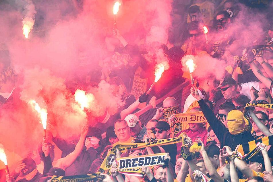 Mehrere Vorfällen von Dynamo-Fans wurden bestraft. Unter anderem auch gezündete Pyrotechnik beim Heimspiel gegen Holstein Kiel (14. April).