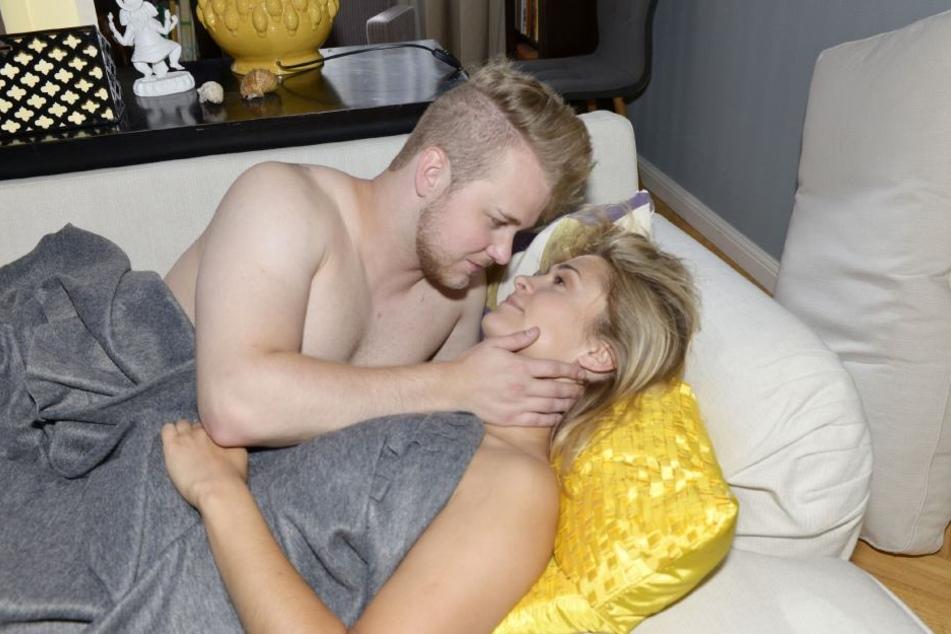 Sie wurden erwischt! Sophies und Jonas' Affäre ist nicht länger ein Geheimnis.
