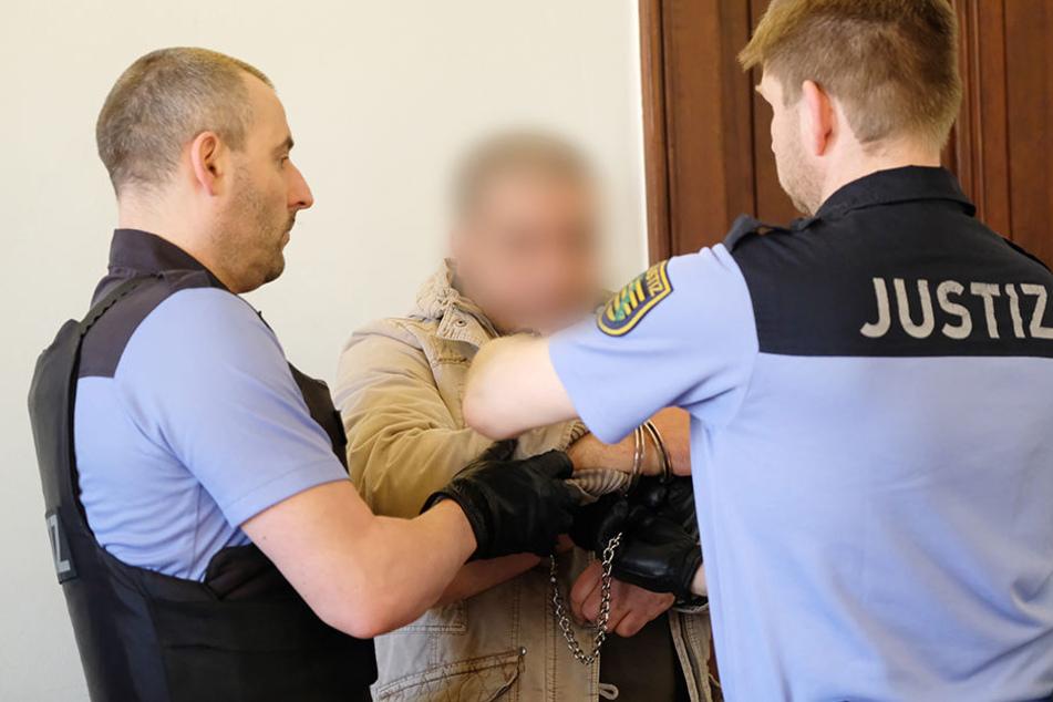 Der Tunesier Faouzi A. ist wegen Mordes, Raub und Störung der Totenruhe angeklagt.
