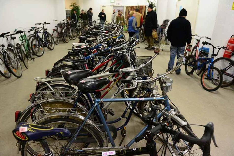 Fast 200 Fahrräder aus Bahnen und Bussen wurden zuletzt von den BVG versteigert.