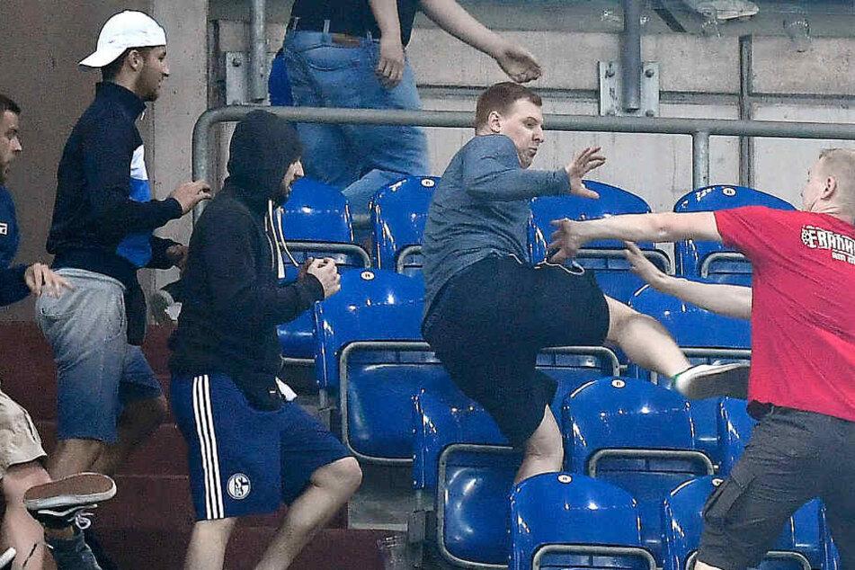 Nach dem Abpfiff kam es zu einer Schlägerei unter den Fans beider Mannschaften.