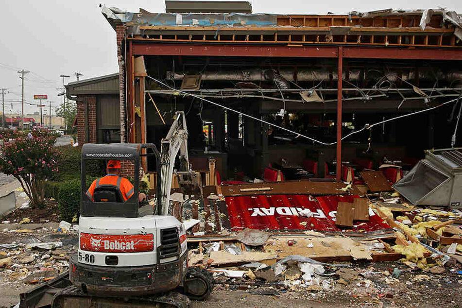 Gebäude wurden völlig zerstört.