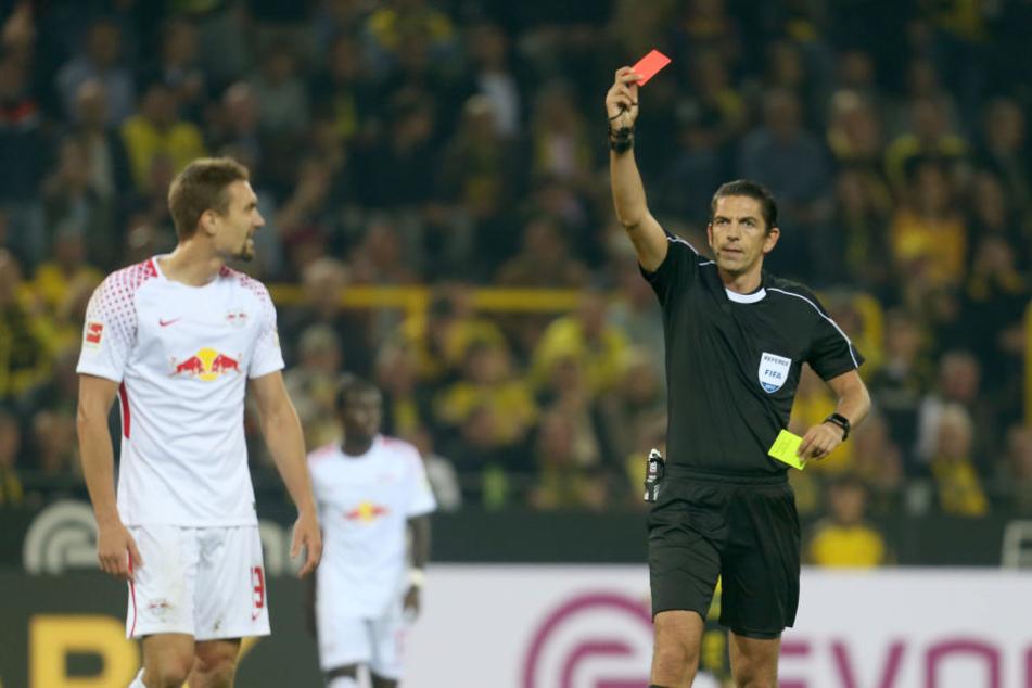 Innerhalb von zwei Minuten sah Mittelfeldspieler Stefan Ilsanker (l.) nach zwei Fouls erst Gelb und dann Gelb-Rot.